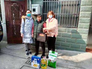 新年慰问花园社区帮扶对象--胡庆梅家庭